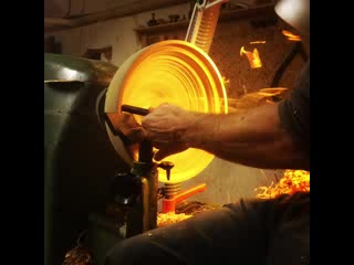 San Casciano in Val di Pesa, Italien: Turning a Wet Oak Bowl Blank