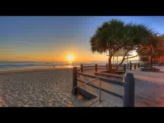 Alex Beach Cabins & Tourist Park: Beach, Cafes, restaurants, transport 200 mtrs - central coastal strip