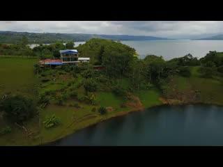 Nuevo Arenal, Kosta Rika: Tinajas Arenal Restaurant by the Lake