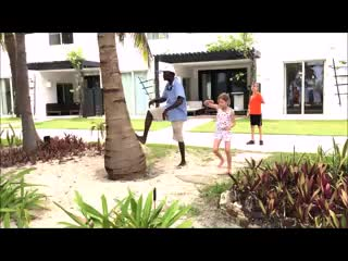 Las Terrazas Resort: Climbing the coconut trees with Leroy (music by www.bensound.com)