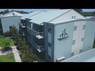 Redcliffe, Australië: Airport Apartments Drone Two