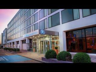 Hilton London Gatwick Hotel Parking