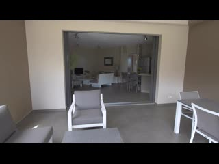 The Beach House- Deluxe Apartment