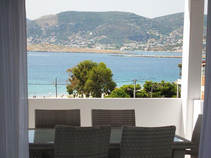 Agios Spiridon Modern Beach Apartment – semesterbostad i Porto Rafti