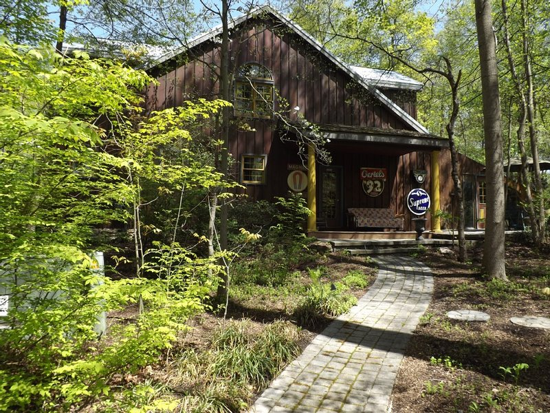 Featured on the Travel Channel, Home & Garden Channel, History Channel and more. – semesterbostad i Camp Hill