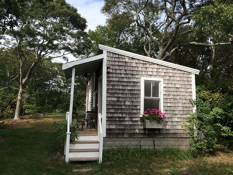 Charming Secluded Cottage In East End - AC/heat/free WiFi, vacation rental in Provincetown
