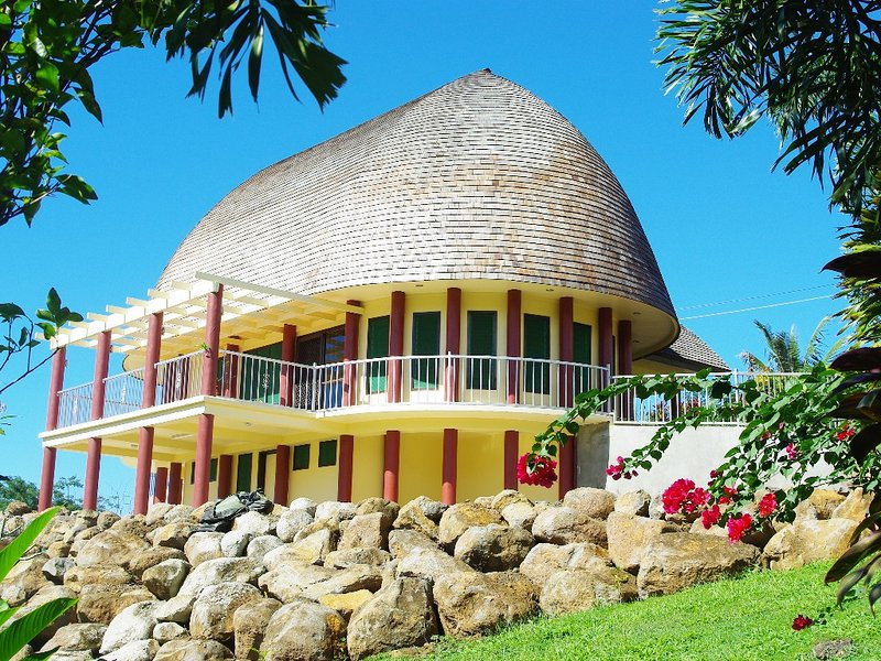 Spectacular traditional FALE hidden in the Highlands above Apia, location de vacances à Apia