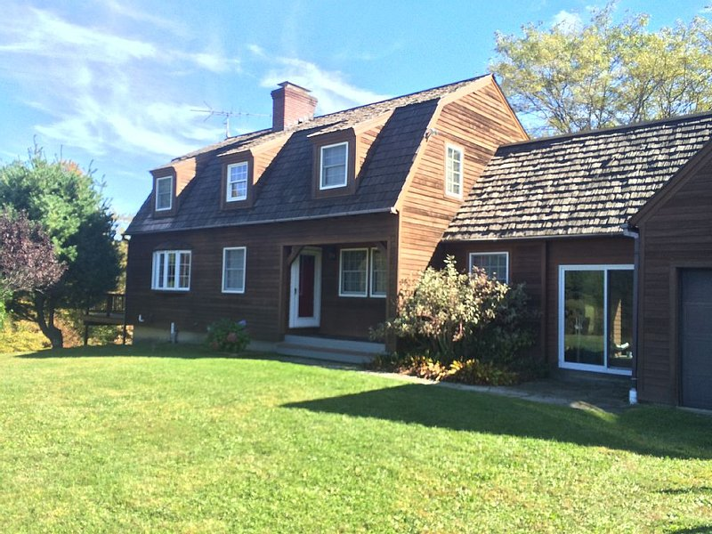 Secluded Family-Friendly Home, holiday rental in Chatham