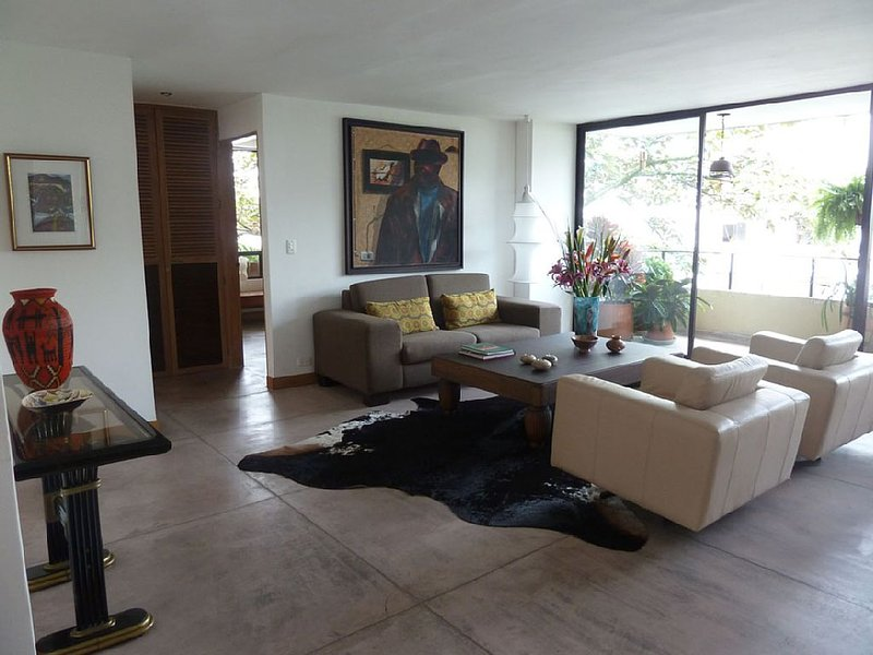 Just 2 steps away of the parque LLERAS (Zona Rosa), vacation rental in Medellin