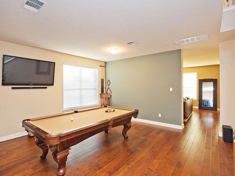 Game Room - Pool Table / Ping Pong