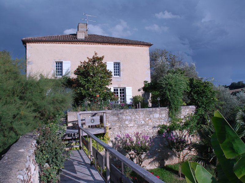 Beautiful 18th Century House, holiday rental in Astaffort