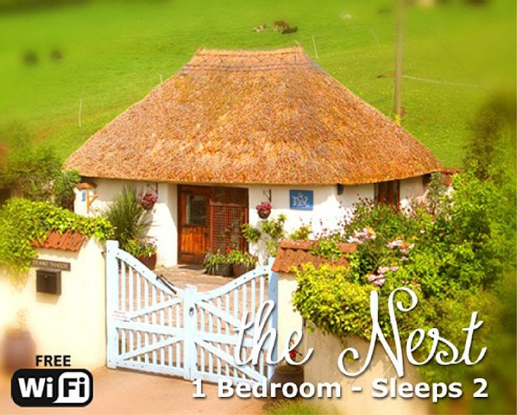 'The Nest' Seaside Thatched, Cosy, Rural  Cottage for Two. Close to Village,, holiday rental in Newton Abbot