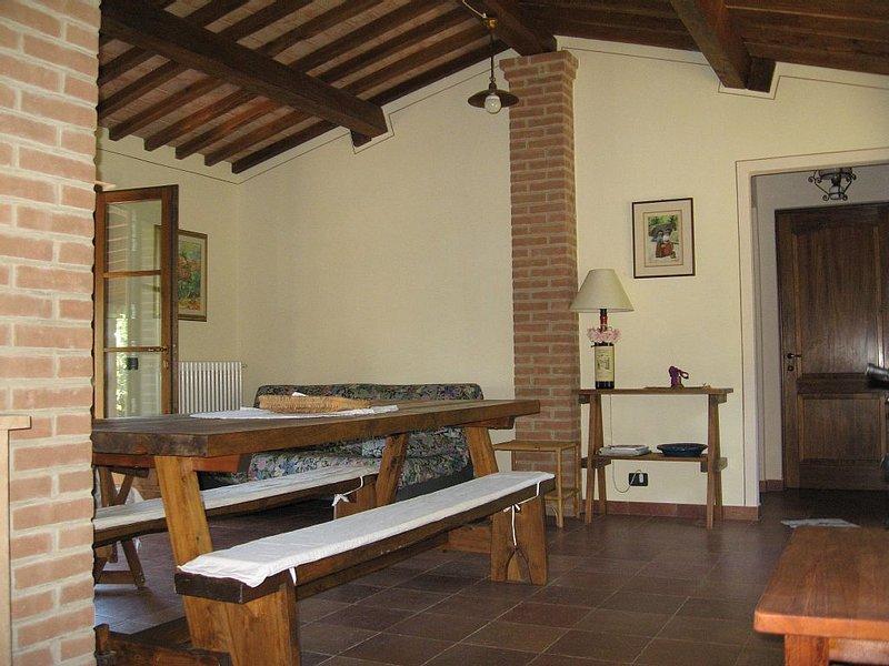 Casa indipendente per 2/4 persone a Volterra ,posizione panoramica incantevole., vacation rental in Castelnuovo Berardenga