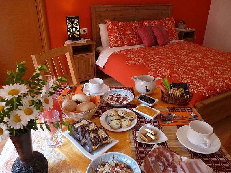 Bed & Breakfast MarcoLaura - Camera con Jacuzzi, holiday rental in Zambla Alta