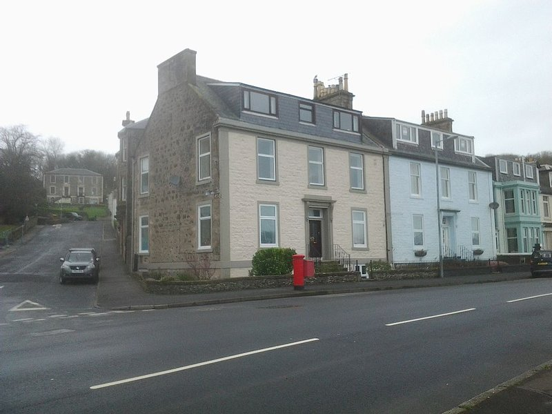 Stunning Rothesay apartment with amazing sea views, close to amenities, vacation rental in Isle of Bute