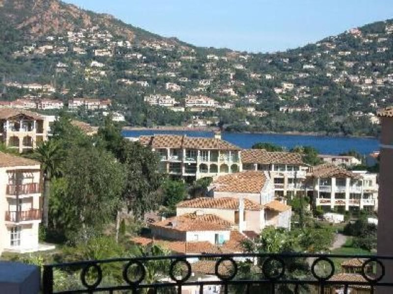 Agay: appartement dans résidence, holiday rental in Le Dramont