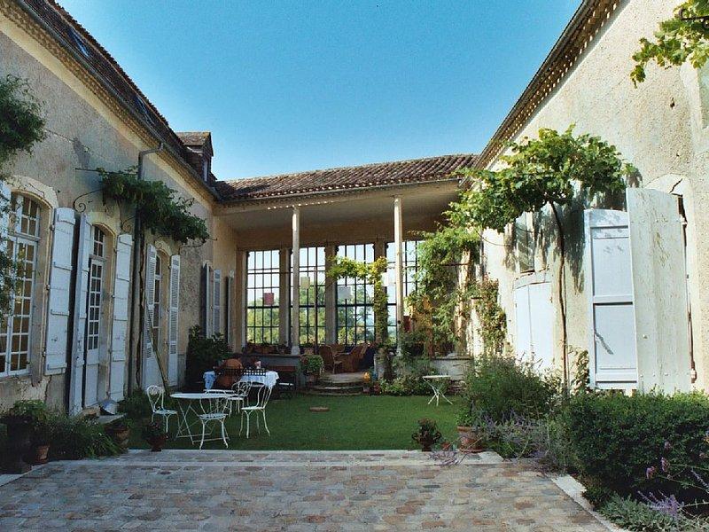 Lieu de charme dans bastide du 13è, vacation rental in Lot-et-Garonne