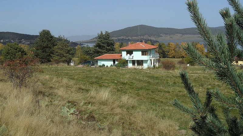 Spacious, Well-Equipped Villa With Stunning Views & Multiple Leisure Opportuni, holiday rental in Velingrad