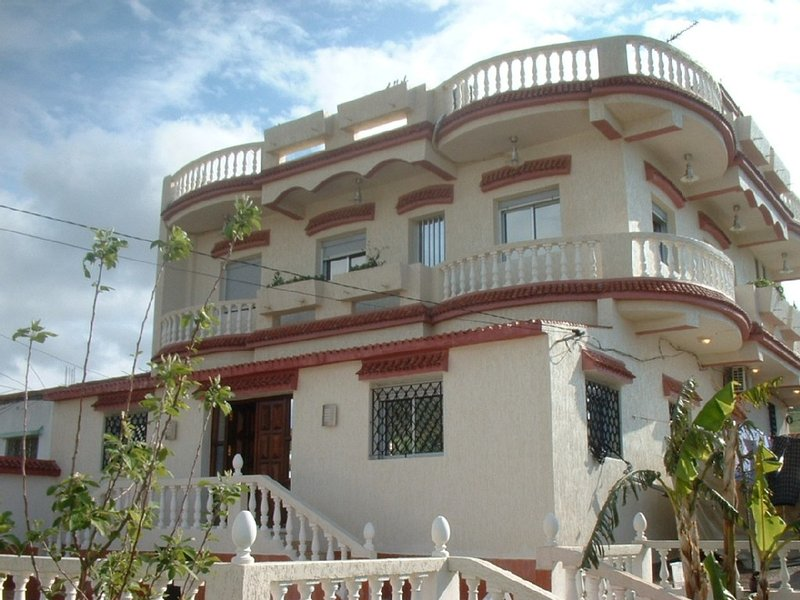 Luxurious Large Family Villa - Minutes to beach, Non Complex-Quiet setting, holiday rental in Tanger-Tetouan-Al Hoceïma