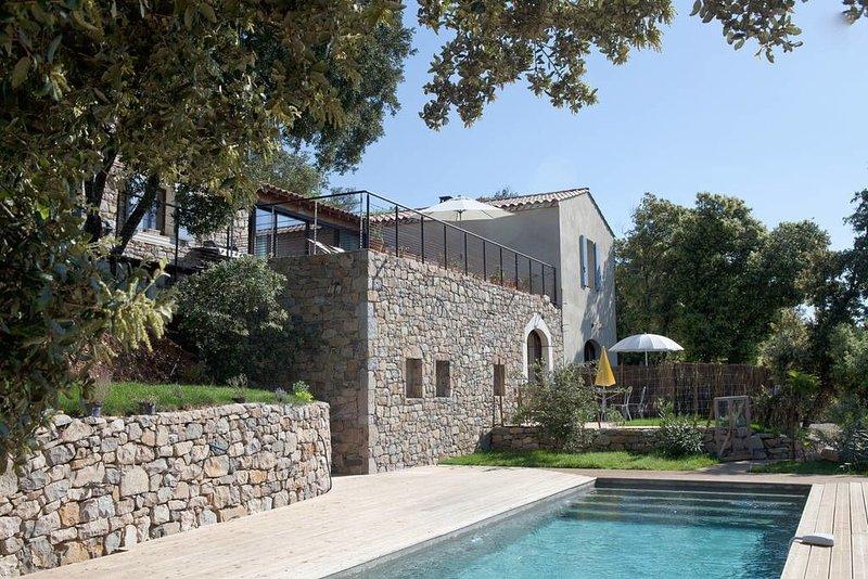 propriété 15 pers pierre bois chaux piscine au sel, vue exceptionnelle, holiday rental in Brouzet-les-Quissac