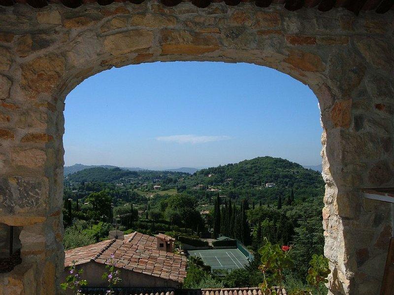 Relax avec vu epoustuflante sur la Cote D'Azur et bassin stile Therme Romaines, holiday rental in Grasse