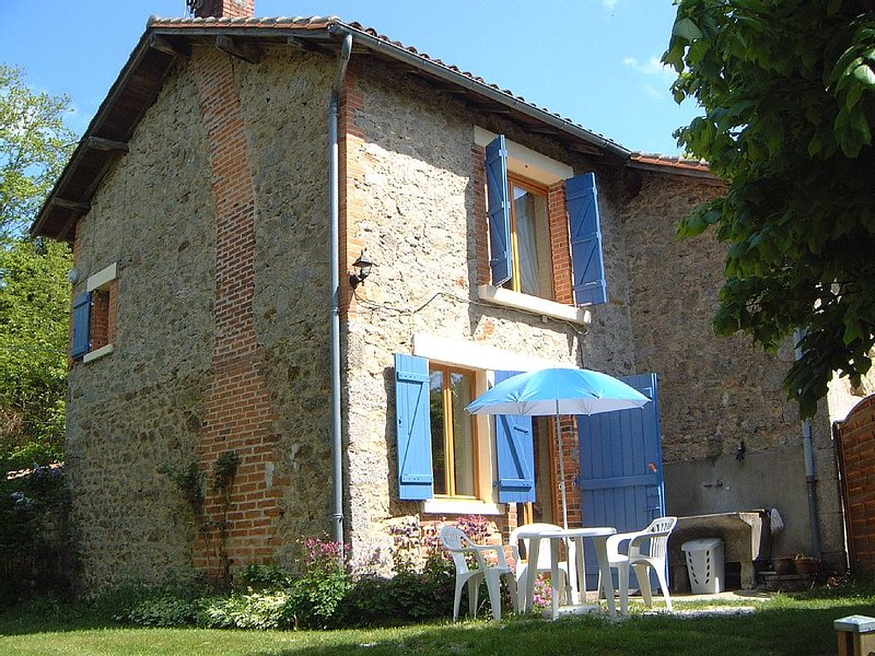 The Cottage 'Maison Lavaud' is located in the Haute Vienne, Limousin., vacation rental in La Croix-sur-Gartempe