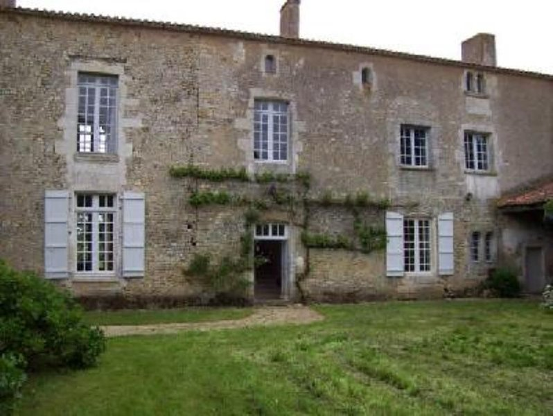 Sainte Hermine: Logis vendée du 17ème siecle possedant un charme fou...., location de vacances à Saint-Jean-de-Beugné