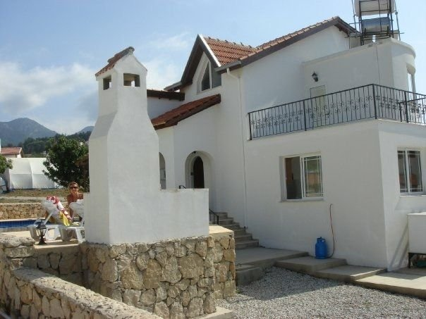 Indepdent 4 bedroom villa with private swimming pool, casa vacanza a Ayios Amvrosios