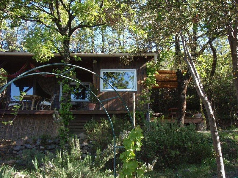'Cabane' dans le Parc National des Cévennes, Internet 24h/24, piscine., location de vacances à Monoblet