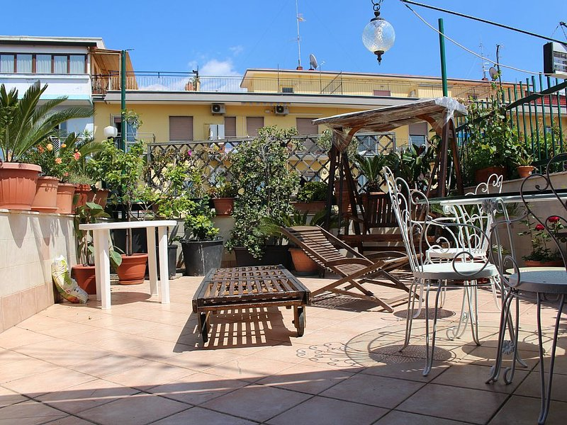 Lovely flat with wonderful private terrace!, Ferienwohnung in Bagnoli