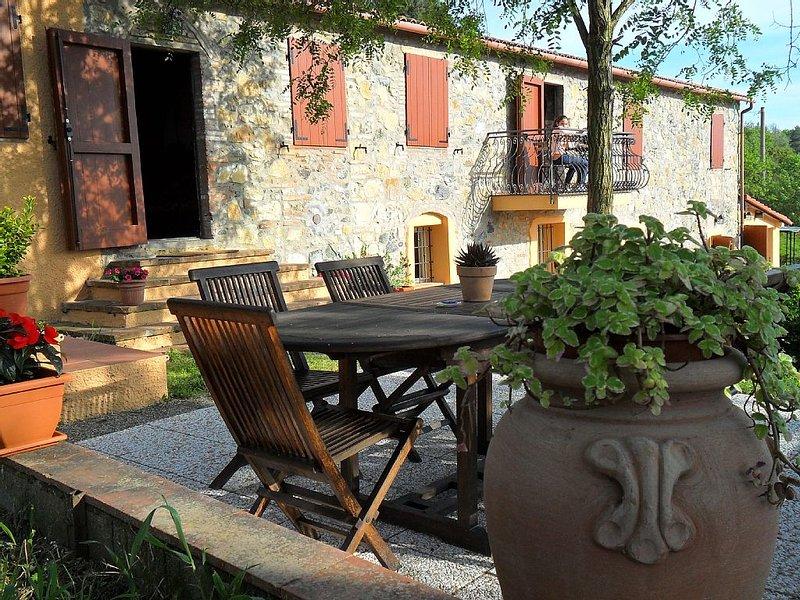 Casale 'La Ciliegiola' - appartamento 1, holiday rental in Riparbella