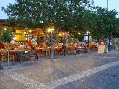 Relaxing quiet holiday near the beach, aluguéis de temporada em Pervolia