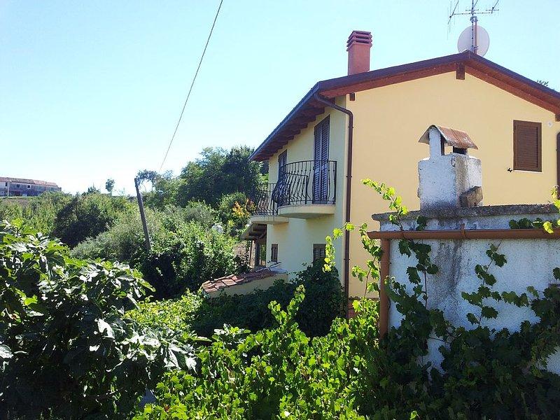 Villa, collina incantevole Abruzzo, Cermignano (TE), pressi Roseto Degli Abruzzi, vacation rental in Castelli