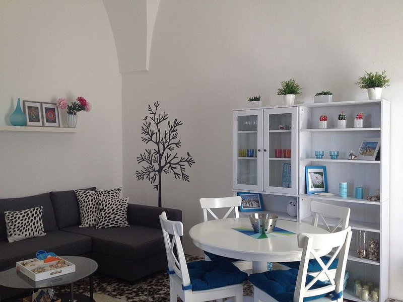 Modern apartment in historical building, location de vacances à Collepasso