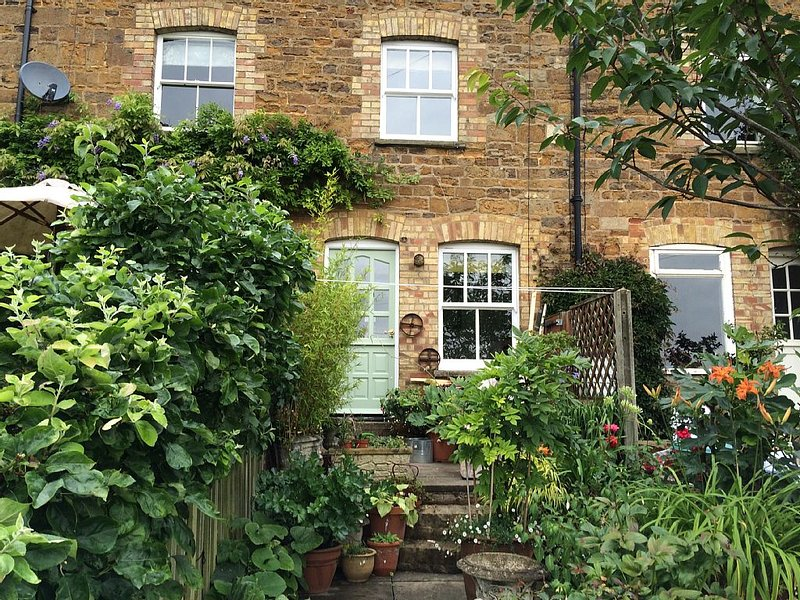 Quiet s/c cottage with garden 5 minutes walk to the centre of Uppingham, holiday rental in Uppingham