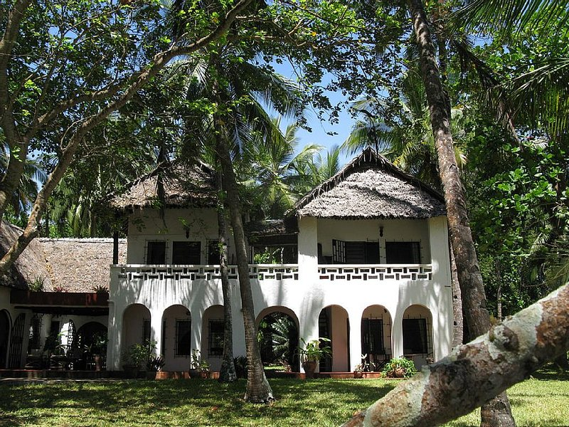 Magnificent Beachfront House with Private Pool in Tropical Gardens, holiday rental in Msambweni