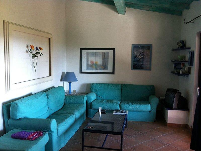 VILLETTA A SCHIERA LOiRI PORTO SAN PAOLO, vacation rental in Porto Rafael