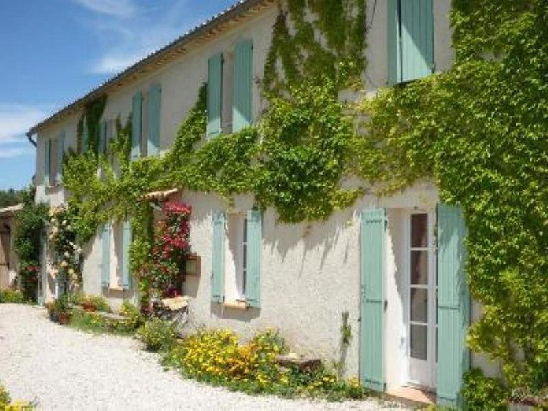MOUSTIERS SAINTE MARIE APPARTEMENT INDEPENDANT DANS JOLIE FERME, VUE ET CALME, holiday rental in Digne-les-Bains