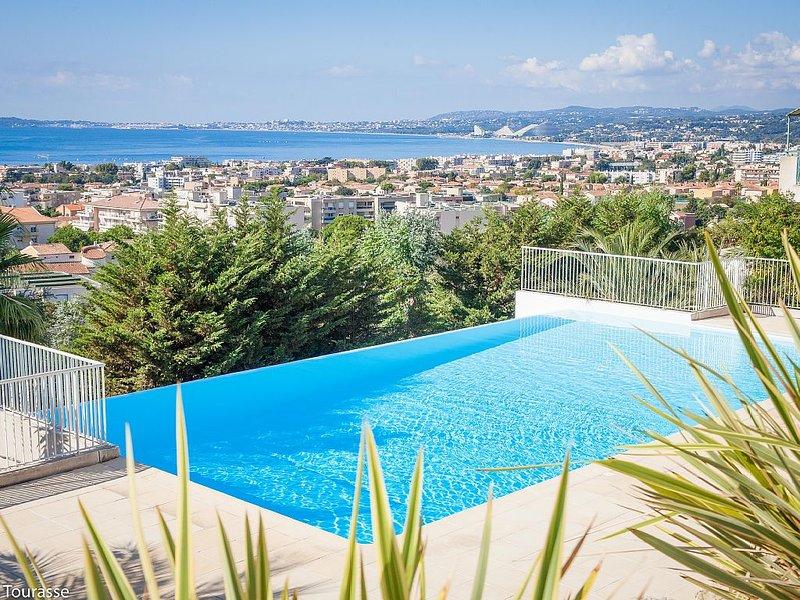 Superbe appartement sur la Cote d'Azur - Vue mer, Parking prive, Climatisation, alquiler vacacional en St-Laurent du Var