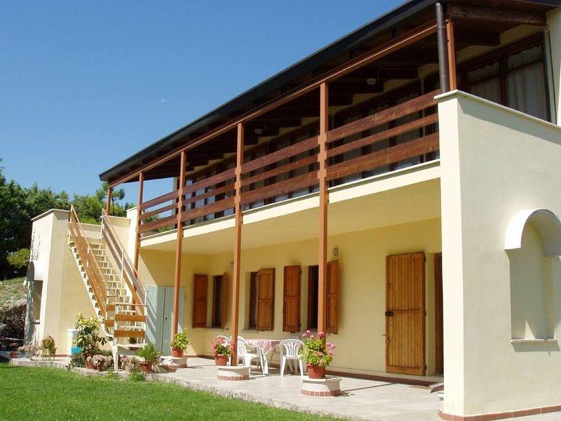 Villa 'La Solitaria' - Immersa nel verde della campagna marchigiana, holiday rental in Ginestreto
