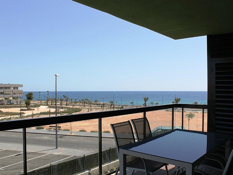 Bonito Apartamento en 1ª Línea del Mar – semesterbostad i Pilar de la Horadada
