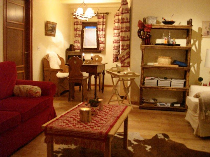 delizioso bilocale,  arredato con cura ,ottima posizione,free WI-FI e garage, holiday rental in Silvaplana