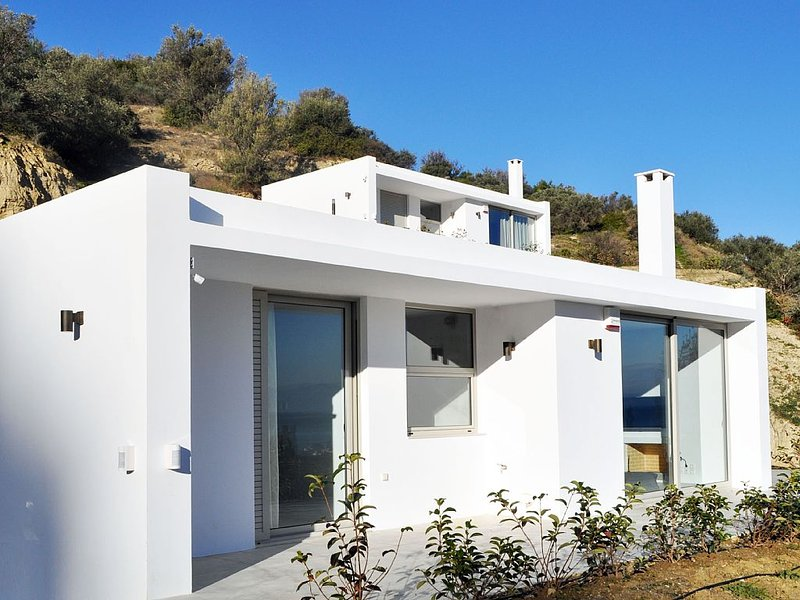 EVOIKON residences are located at the borders of Ligia village., location de vacances à Feneos