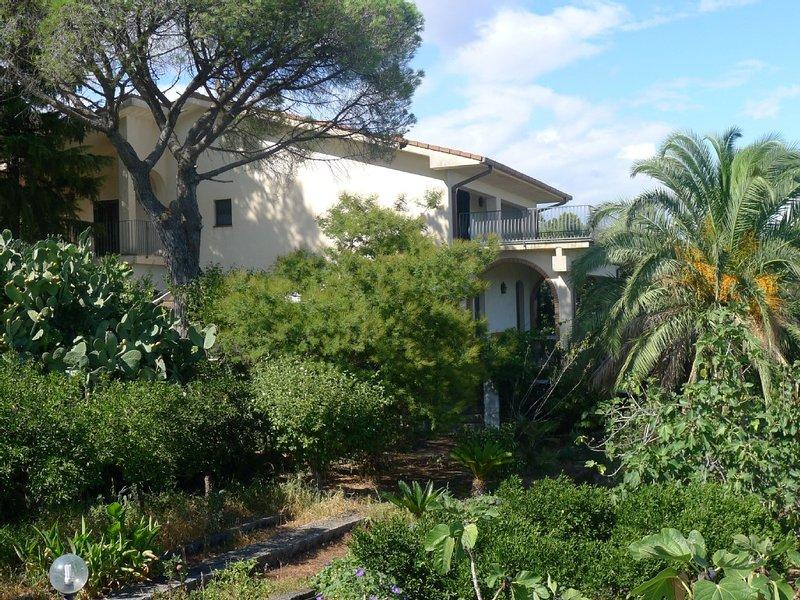 Villa Scorciavacca - Alle pendici dell'Etna,un'incantevole terrazza sullo Ionio, location de vacances à Mascali