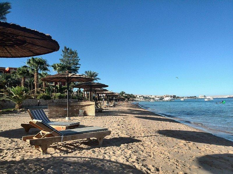 Appartamento direttamente sul mare con spiaggia privata, holiday rental in Hurghada