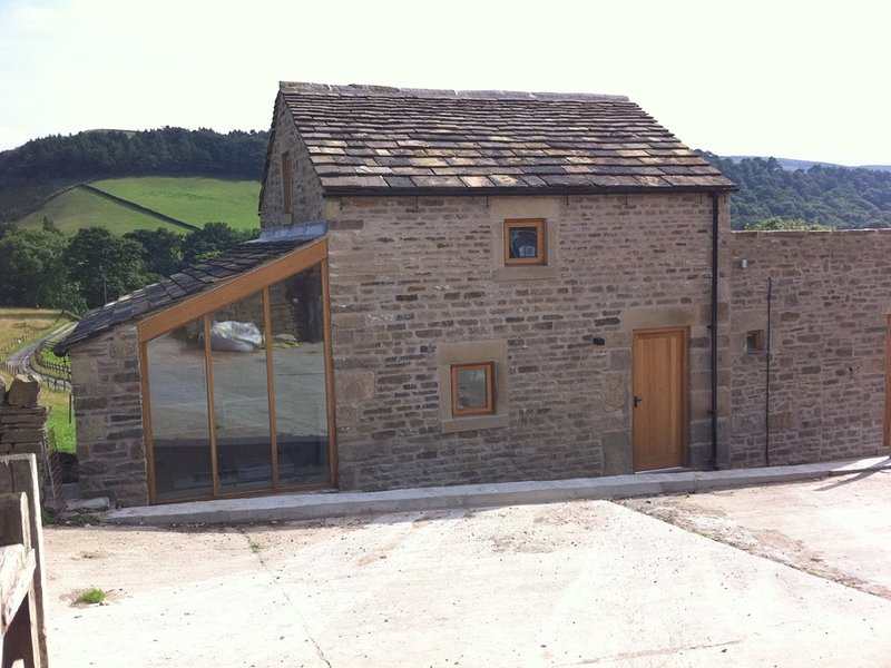 Stunning 2 bedroom barn conversion on Kinder Scout in the Peak District, location de vacances à Birch Vale
