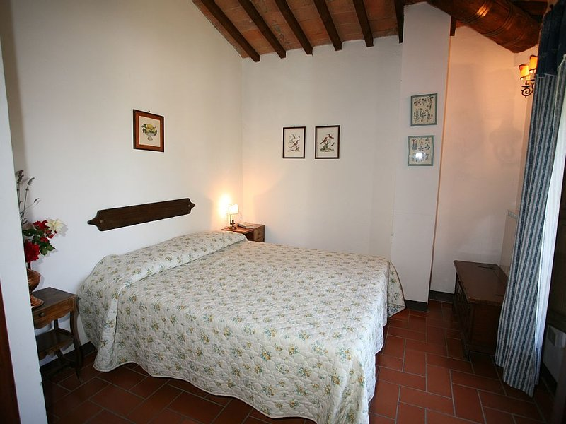 Lovely apartment in tuscany farmhouse with  swimming pool , WiFi, holiday rental in Cervognano