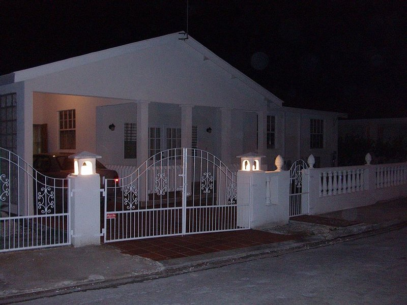 222 COMFY HOUSE - FAMILY FRIENDLY, holiday rental in Six Mens