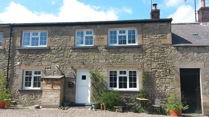 'The Stables'. A lovely stone built cottage in the small village of Powburn., casa vacanza a Whittingham