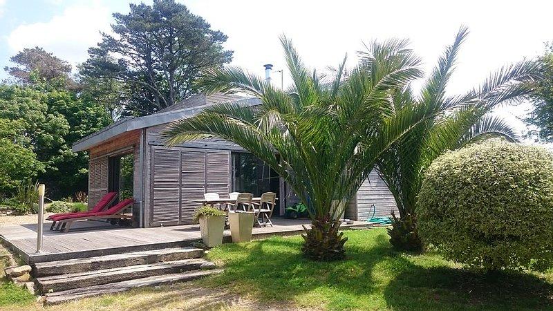 Grande et lumineuse maison en bois pour 4 à 6 personnes, location de vacances à Landudec
